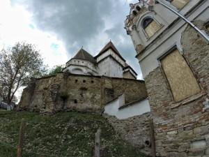 Kościół warowny w Iacobeni. Aktualnie własność prywatna, po napisach na podwórku tuz za przyległym do kościoła, wyremontowanym od tyłu pałacem można sadzić że właściciele mówią po niemiecku albo są po prostu Niemcami:)