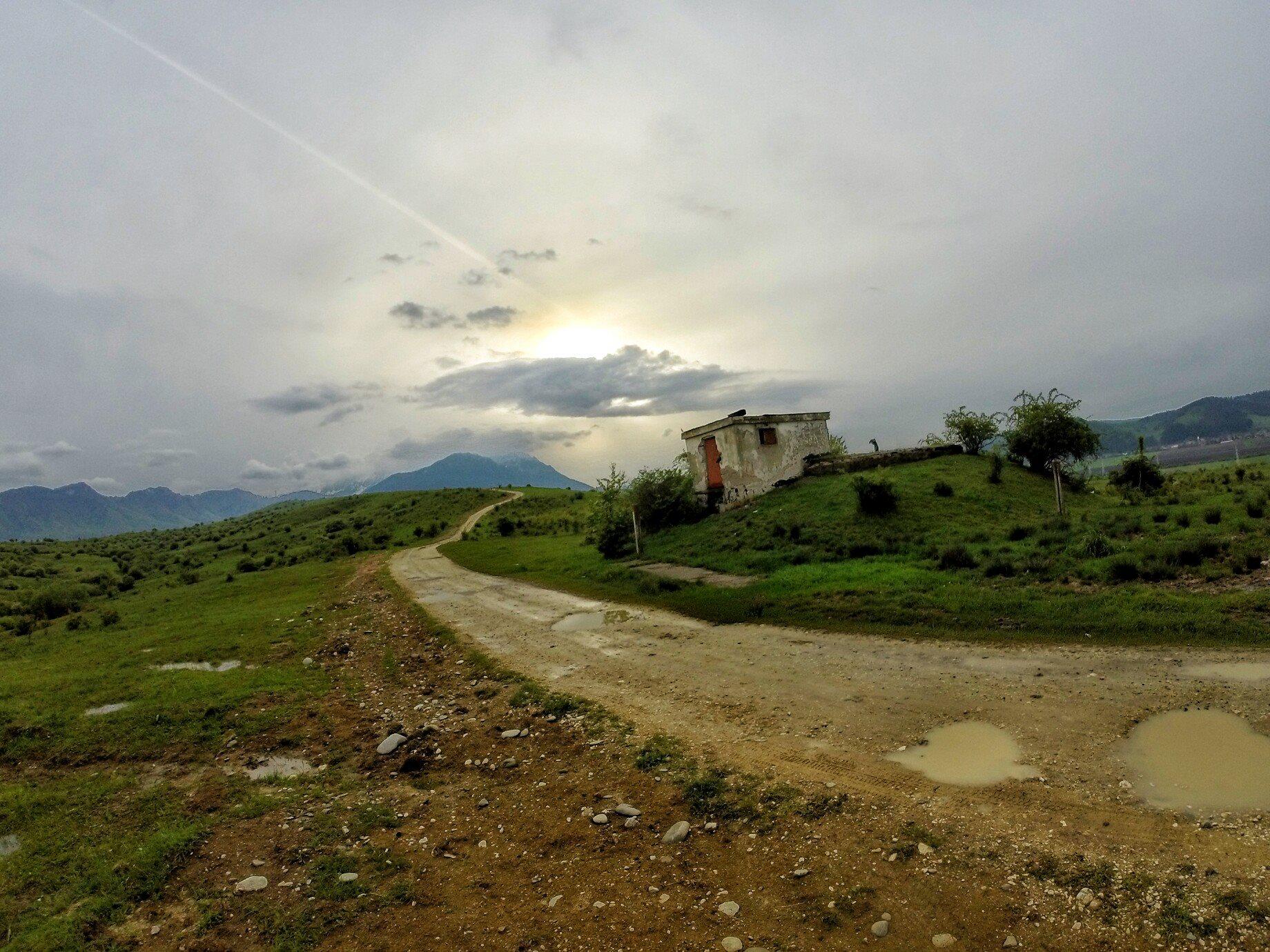 bezdroża Rumunii. Widok na Karpaty południowe- alpejski charakter jak naszych Taterek :)