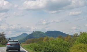 Zamek na wzgórzu na Słowacji, po drodze widzieliśmy ich kilkanascie!