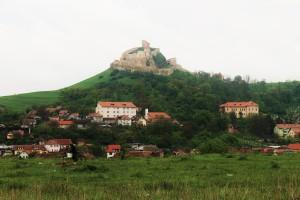 w drodze po Rumunii, tuż za Kluż-Napoka ruiny twierdzy w Rupei