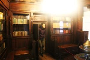 wyjście w regale z książkami :))