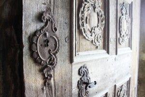niesamowite drzwi do kościoła obronnego Biertan